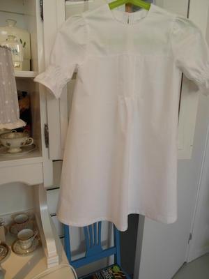 Klänning med förkläde